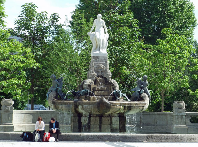 Frankfurt's Fairy Tale Fountain (via Wikipedia)