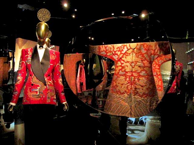 Semiformal robe