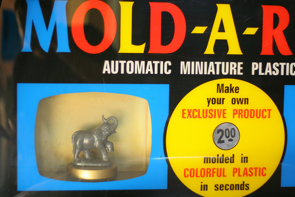A Mold-A-Rama machine with an elephant at the Oklahoma City Zoo in 2010 (photo by Kelly Teague/Flickr)