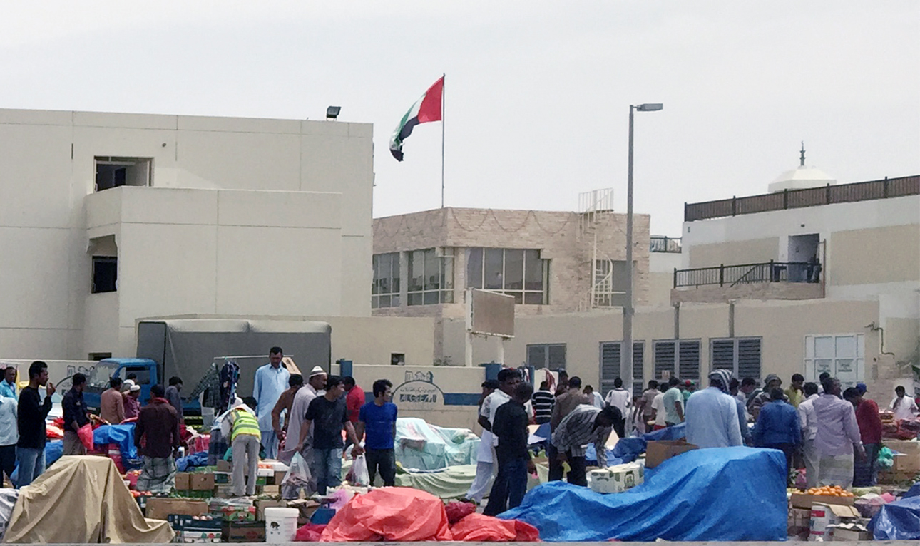 A view in March 2015 of one of the many illegal markets set up by migrant laborers in the Abu Dhabi worker camps (photo Hyperallergic/Hyperallergic)