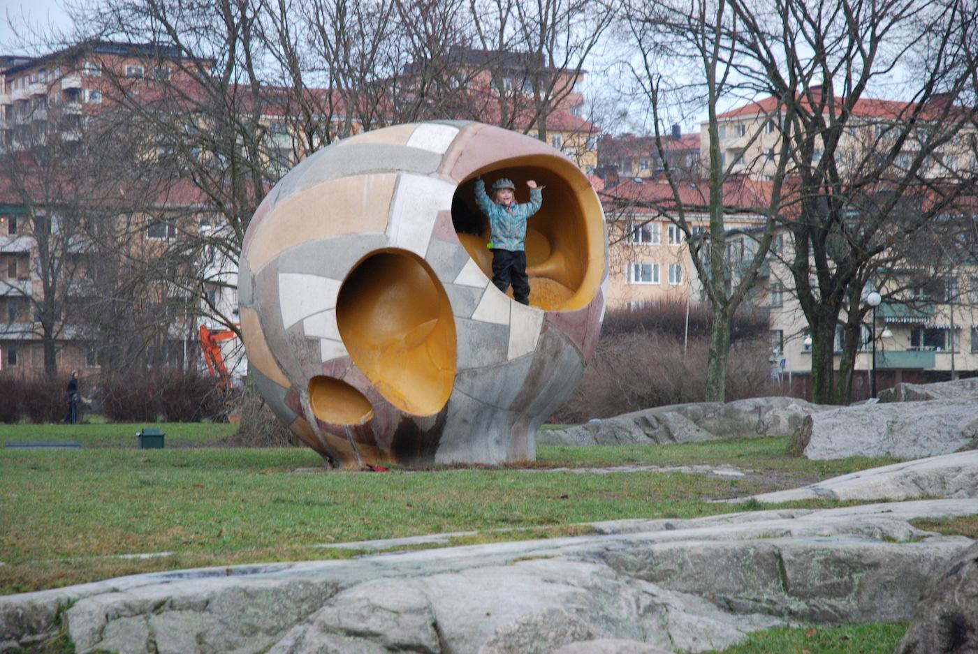 "Egon Möller-Nielsen's ""The Egg (Ägget)"" in Stockholm (photo by Bengt Oberger/Wikimedia)"
