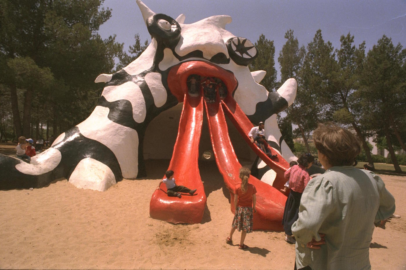 "Niki de Saint Phalle's ""Golem"" (1972) slide in Jerusalem's Rabinovich Park (1990 photo by Nathan Alpert/Wikimedia)"