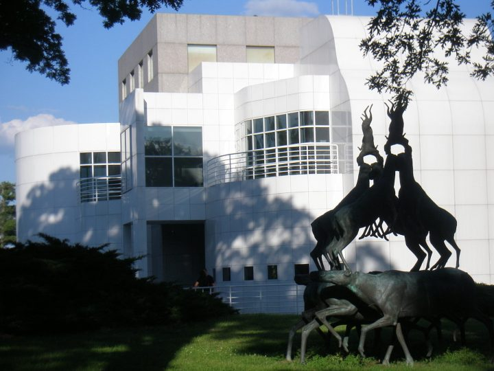 The Des Moines Art Center (photo by Des Moines Guy, via Wikimedia Commons)