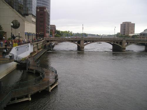Grand Rapids' Grand River and bridge