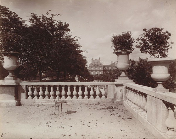 essay on eugene atget Parc de sceaux (1925), eugene atget (1857 - 1927) having felt some discomfort with rosalind krauss' (1982) essay photography's discursive spaces which i was perhaps a little reluctant to express in my previous post, i felt compelled to read tod papageorge's counter arguments in a talk which he gave to graduate students at yale in 2009.