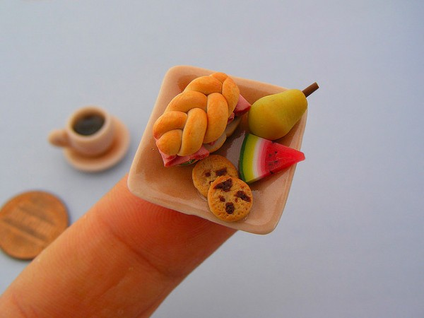 Shay Aaron's tiny meals are perfect for food lovers watching their figure. Image via Colossal.