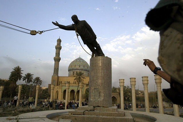 Hussein statue being removed by troops in Iraq. Photograph by Jerome Delay.