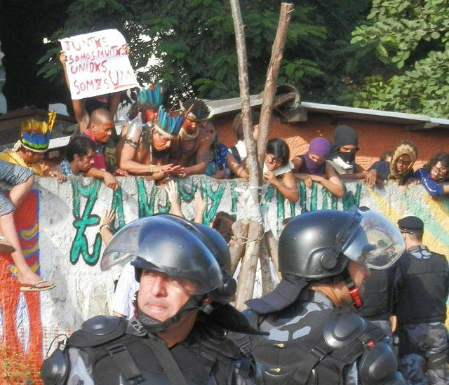 The protests at Maracanã Village (image via diarioliberdade.org's Flickrstream)