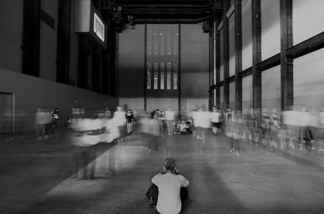 "Tino Sehgal's ""These Variations"" in the Tate Modern Turbine Hall (photograph by Dom Crossley/Flickr user)"
