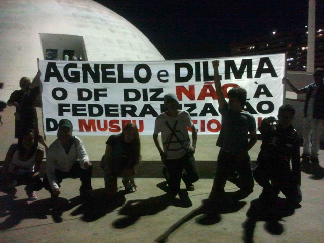 Protesters in front of the National Museum Honestino Guimarães (photo courtesy Suyan Mattos)