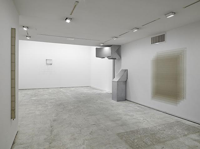 """Conspicuous Unusable,"" installation view, from left: Cameron Rowland, ""U66"" (2013); Jean-Luc Moulène, ""Chrome"" (1999); Charlotte Posenenske, ""Series D Vierkantrohre (Square Tubes)"" (1967/2009); Olof Inger, ""Do you remember?"" (2013)"