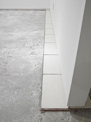 "Rey Akdogan, ""Untergerät"" (2013), tile flooring [extraction]; 31 tiles x 0.11 m2 / 566 tiles x 0.11 m2 (click to enlarge)"