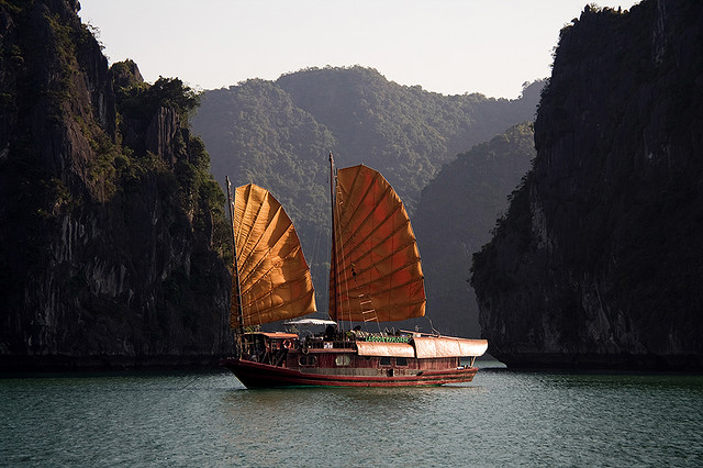 A Chinese junk boat (photograph by ccdoh1/Flickr user)