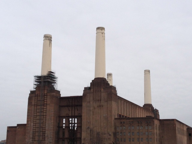 Battersea Power Station (all photographs by the author for Hyperallergic)