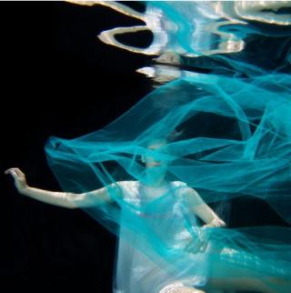 Bernadette Leno underwater