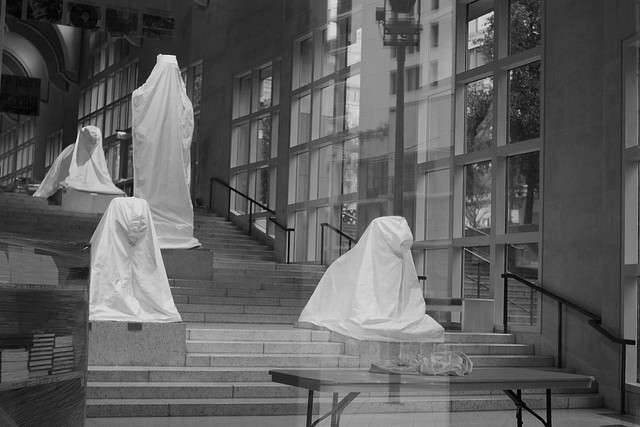 The art shrouded at the Seattle Art Museum during its closure for renovations (photograph by Chris Blakeley, Flickr user)