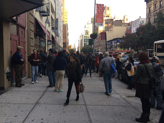 The scene in front of the Gramercy Banksy (all images by the author for Hyperallergic unless otherwise noted)