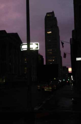 Chambers Street at Night (photo by the author for Hyperallergic)