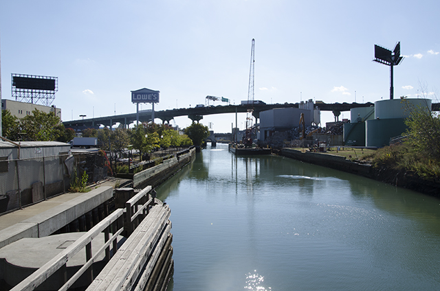 The Gowanus Canal (all photographs by the author for Hyperallergic)