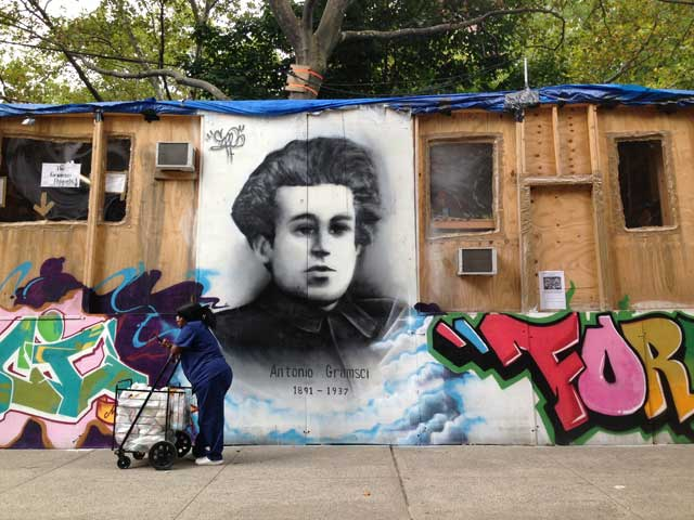 """Thomas Hirschhorn, """"Gramsci Monument"""" (2013) (photo by the author for Hyperallergic)"""