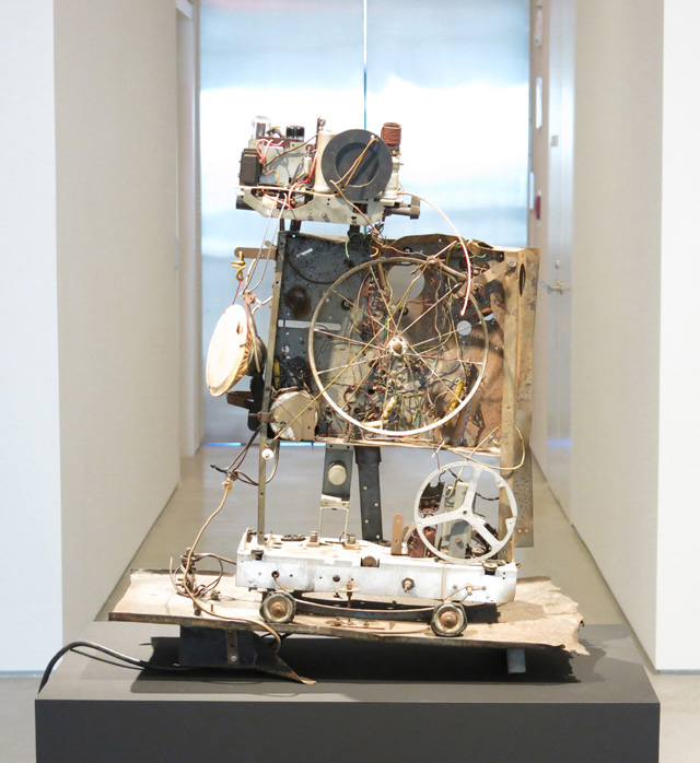 "Jean Tinguely, ""Radio No. 1"" (1960). Metal construction with motor. 29 ¾ x 26 ¼ x 13 ¼ inches. (All images courtesy Sperone Westwater)"