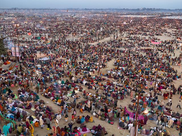 """Edward Burtynsky, """"Kumbh Mela #2, Allahabad, India"""" (2013)"""