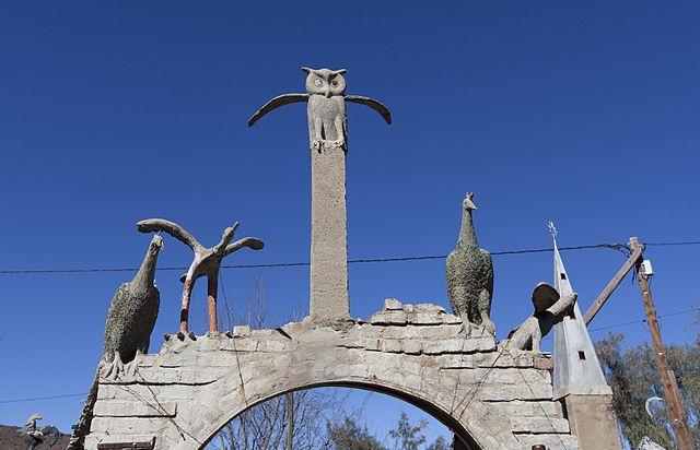 Bird sculptures at the Owl House (photograph by Kim Stevens, via Wikimedia)
