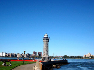 Blackwell Island Lighthouse (photograph by the author for Hyperallergic) (click to enlarge)