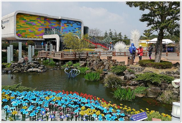 The Jeju Glass Museum (photo by Flickr user fmpgoh)