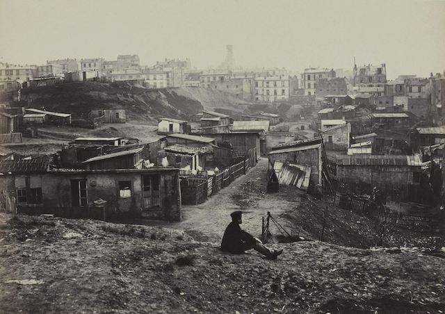 Charles Marville (1816-v.1878). Le haut de la rue Champlain, Paris (XXËme arr.). 1872. Paris, musÈe Carnavalet.  Dimensions : 27 x 36,5 cm