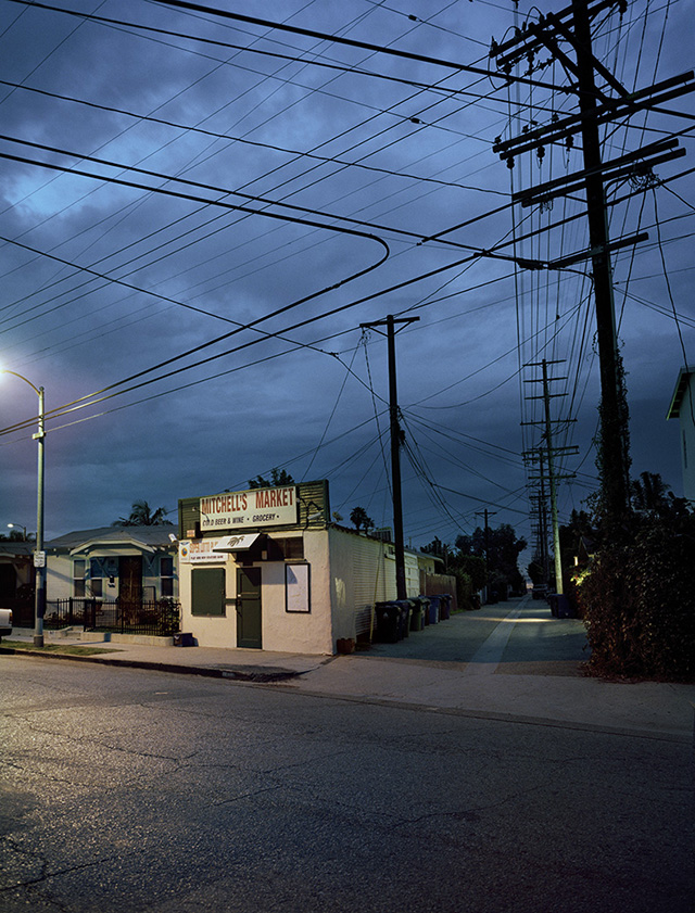 "Lynn Saville, ""Downtown, Los Angeles, CA,"" (2013). All images courtesy of the artist for Hyperallergic."