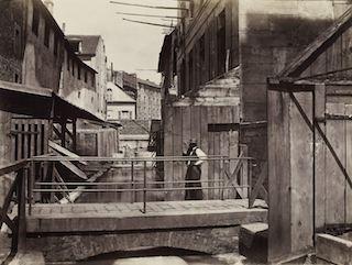 Bords de la BiËvre (au bas de la rue des Gobelins). Paris (XIIIËme arr.), 1865-1868. Photographie de Charles Marville (1816-1879). Paris, musÈe Carnavalet. Dimensions : 27,50 X 36,80 cm Dimensions de la vue