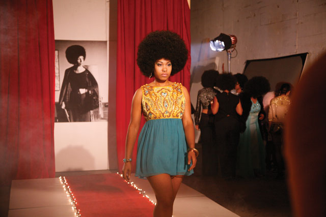 """Carrie Mae Weems, """"Afro-Chic"""" (2010), digital color video with sound, 5 min, 30 sec (courtesy the artist and Jack Shainman Gallery, New York) (© Carrie Mae Weems)"""