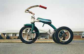 "William Eggleston's ""Untitled"" (1970), one of the works in question in the lawsuit (via christies.com)"