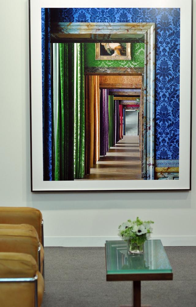"Robert Polidori, ""Enfilade, Salle les princes royales, (86) ANR.02.004, Salles du XVII, Alle du Nord – 1er Etage"" (2010), Kodak Endura print mounted to Dibond, at Edwynn Houk Gallery (photo Hrag Vartanian/Hyperallergic)"