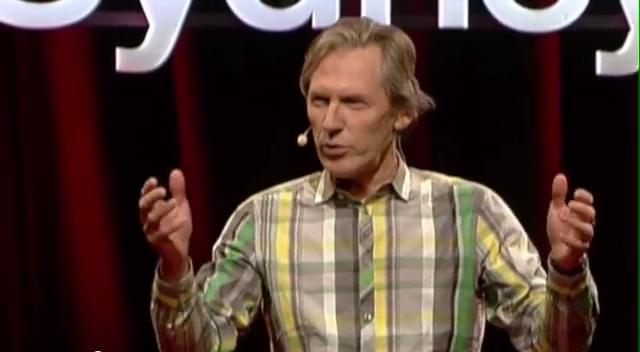 Luca Belgiorno-Nettis giving a talk at TEDxSydney (screenshot via YouTubre)