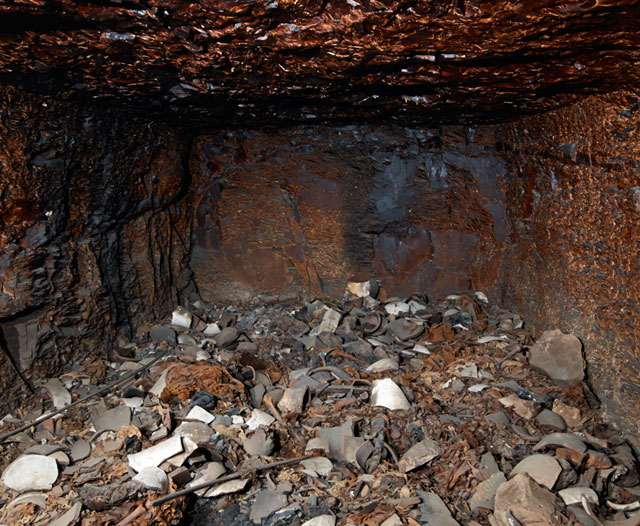 Damaged interior: the walls have been heavily damaged by a fire ignited by tomb raiders. (photo by Matjaz Kacicnik, courtesy University of Basel / Egyptology) (click to enlarge)