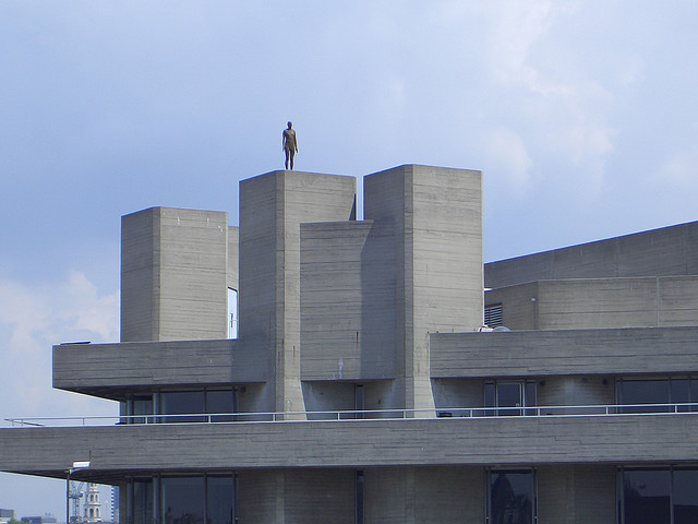"Antony Gormley's ""Event Horizon"" in London, 2007 (photo by Flickr user Little Blue Penguin)"
