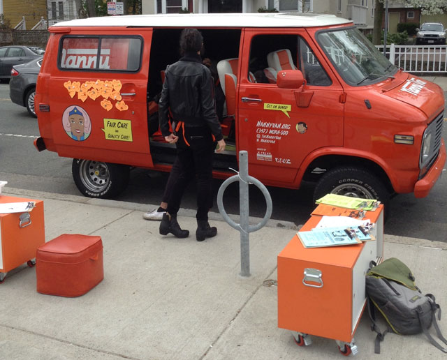 The NannyVan setting up in Cambridge (all photos by the author for Hyperallergic)