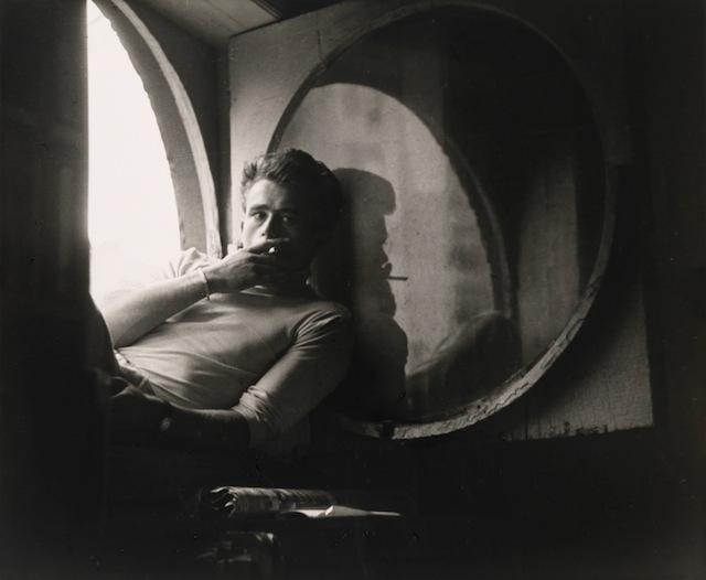 """Roy Schatt, """"James Dean"""" (1954), Gelatin silver print (© Roy Schatt)"""