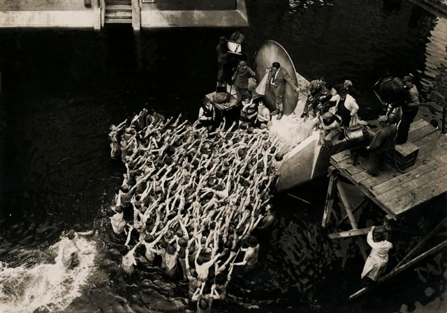 Fritz Lang directing 'Metropolis' (image via photobucket.com)