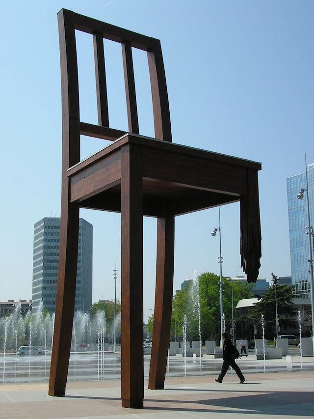"Daniel Berset, ""Broken Chair"" (photo by MHM-com/Wikimedia)"