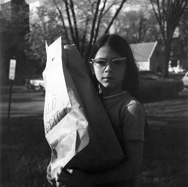 """Vivian Maier, """"Girl Holding Bag"""" (late 1960s) (all images from and courtesy the Jeffrey Goldstein Collection)"""