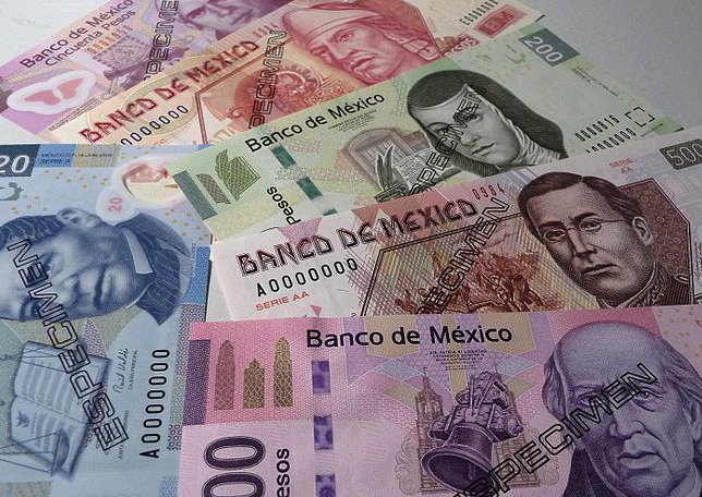 Mexican currency (image via Wikimedia)