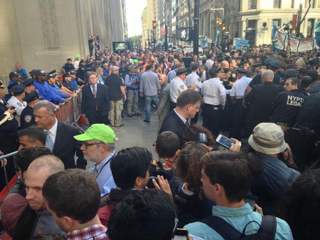 The crowd (photo by Mostafa Heddaya/Hyperallergic)