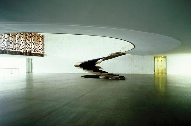 """Caio Reisewitz, """"Ministério das Relações Exteriores (Palácio do Itamaraty)"""" (2005) (courtesy Luciana Brito Galeria, São Paulo, © Caio Reisewitz)"""