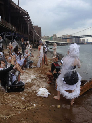 The marriage under the Brooklyn Bridge (click to enlarge)