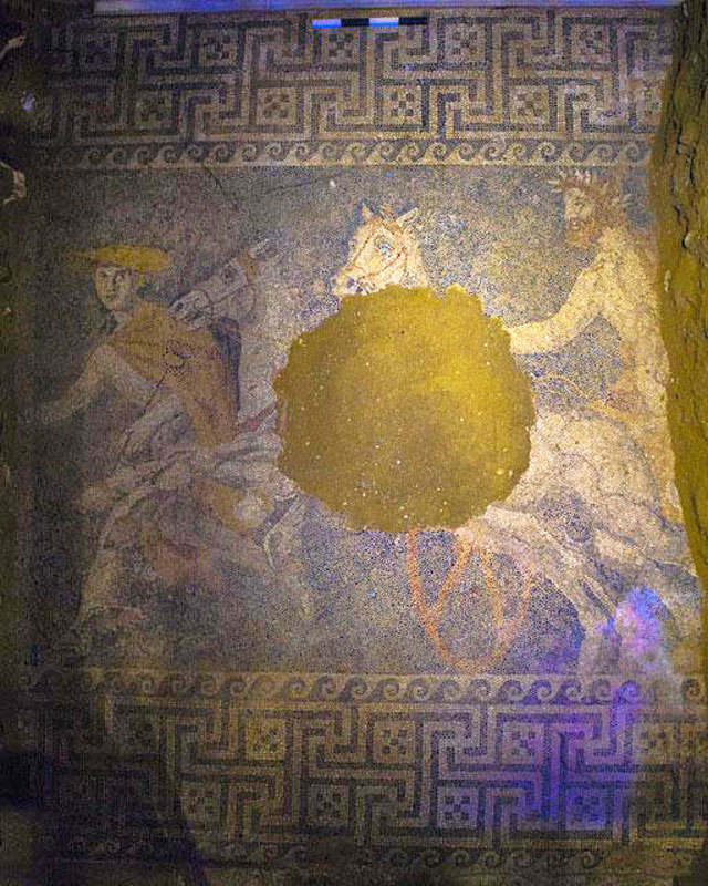 The newly discovered mosaic in the Kasta tomb in Amphipolis (all images via theamphipolistomb.com)