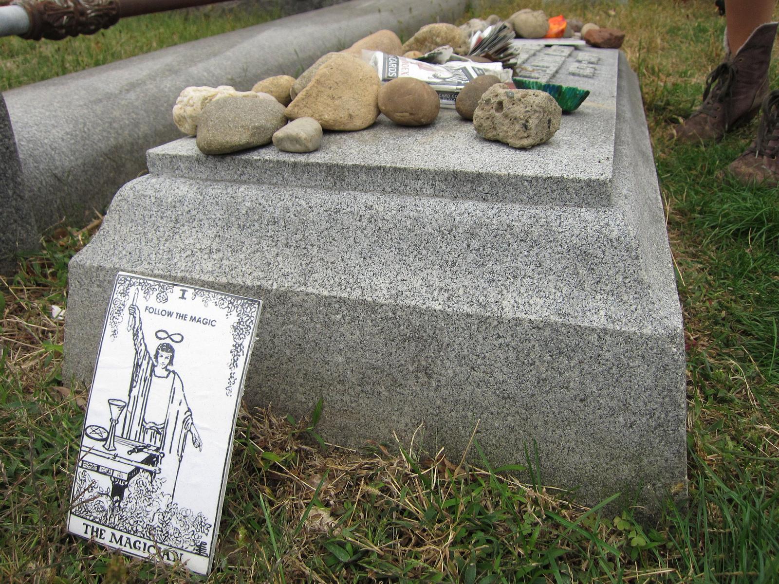 Magician Tarot card at Houdini's grave
