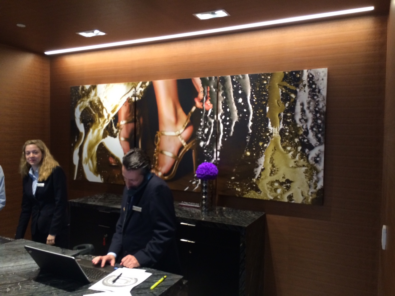 Art in the Loews Hollywood Hotel lobby (photo by Tim Hailand)